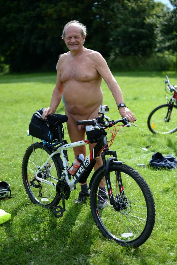 York World Nake Bike Ride08